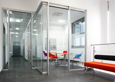 Pareti divisorie modulari da ufficio forniture a padova for Mobili per ufficio treviso